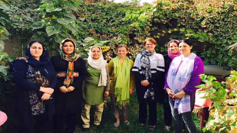 Repræsentanter fra de fem organisationer, der samarbejder om krisecentre i Afghanistan.